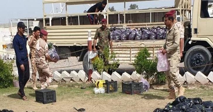 صورة عمليات سامراء تخصص مفارز وعجلات عسكرية لنقل المواد الغذائية إلى المواطنين