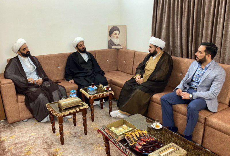 صورة مدير مجموعة الإمام الحسين عليه السلام الإعلامية يلتقي بمسؤولي مكتب قناة المرجعية الفضائية