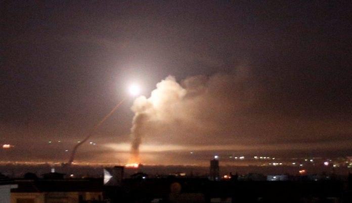 صورة استشهاد 3 اشخاص بينهم طفل اثر العدوان الإسرائيلي على سوريا