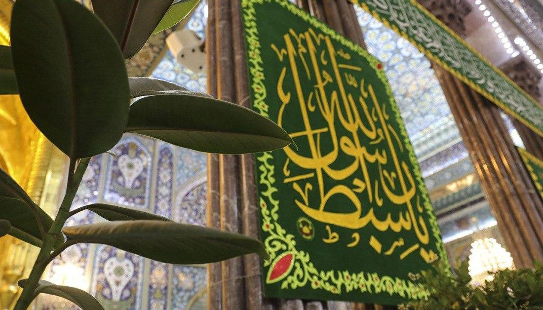 صورة زائرون يقصدون مرقد الامام الحسين لاحياء ذكرى ولادة اخيه الامام الحسن عليهما السلام