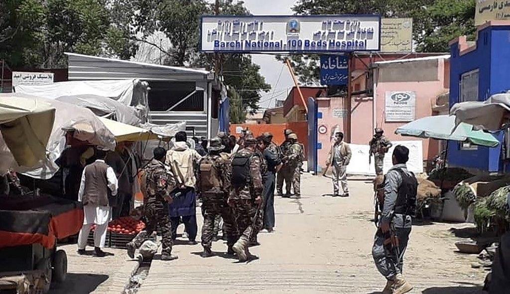 صورة داعش الارهابي يهاجم مستشفى بمنطقة للشيعة في أفغانستان