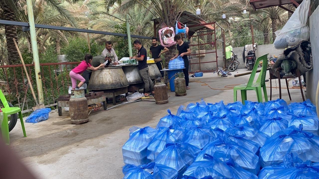 صورة مؤسسة مصباح الحسين عليه السلام توزع وجبات الافطار على الزائرين في كربلاء المقدسة
