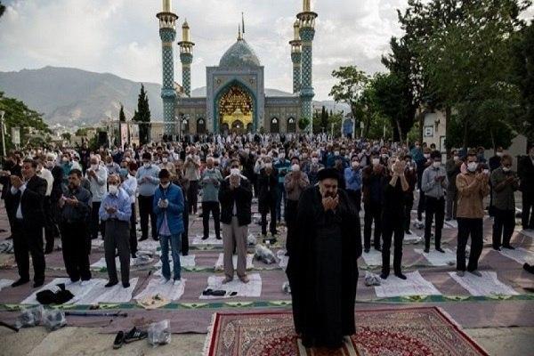 صورة إقامة صلاة عيد الفطر المبارك في مختلف أنحاء إیران