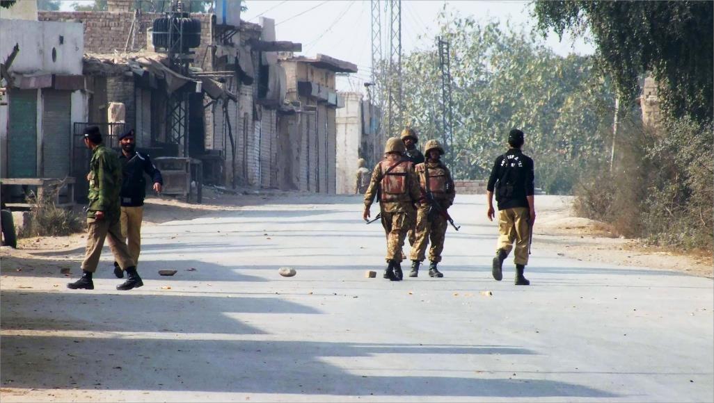 صورة مقتل جنديين وإصابة أربعة في انفجار شمال غربي باكستان
