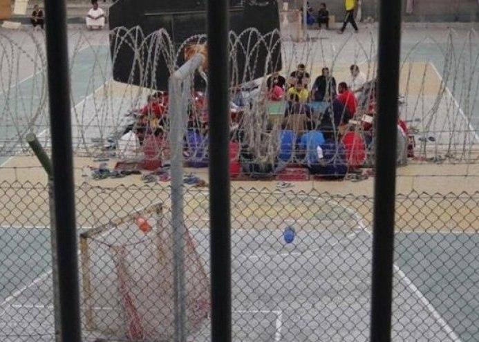 صورة اعتداء على المعتقلين لمنعهم من إحياء استشهاد الإمام الصادق عليه السلام في البحرين
