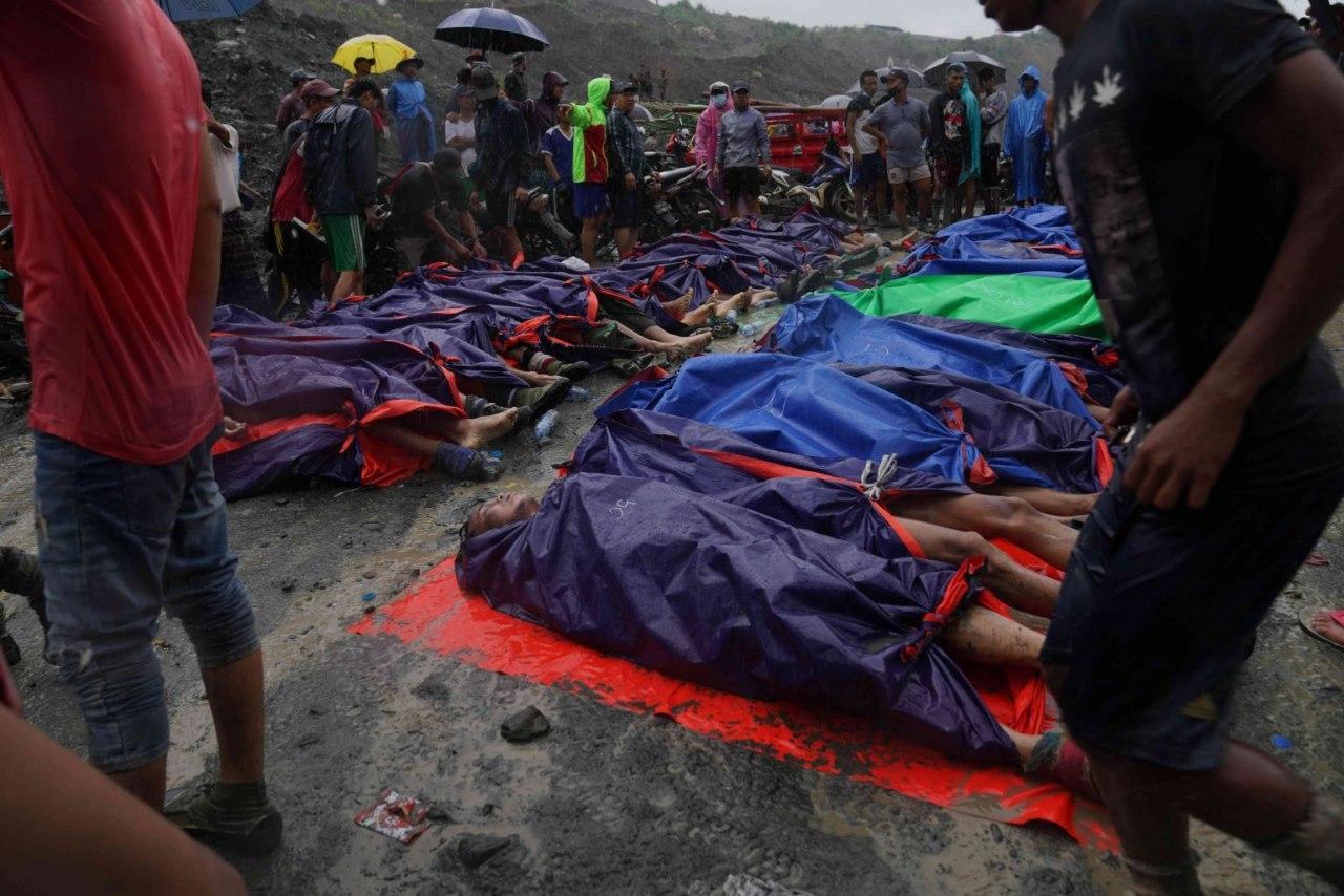 صورة 160 قتيلاً في انهيار بمنجم في ميانمار (صور)
