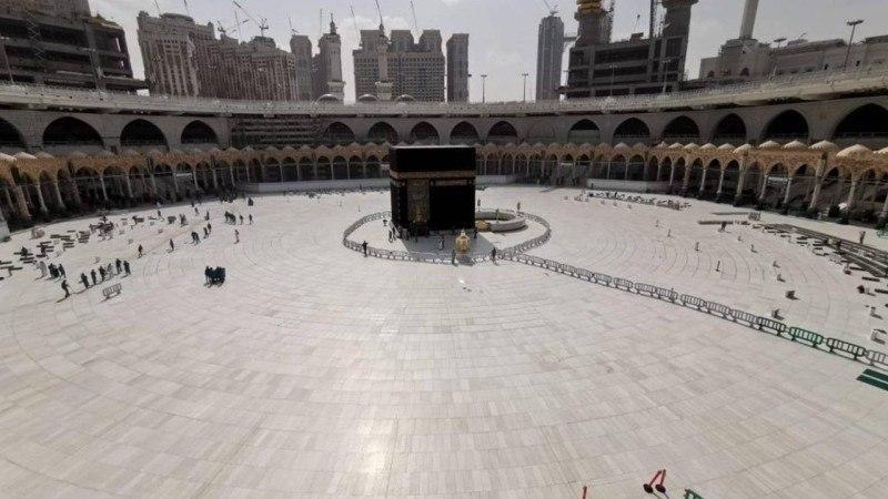 صورة السعودية تضع قواعد جديدة من بينها منع لمس الحجر الاسود خلال موسم الحج هذا العام