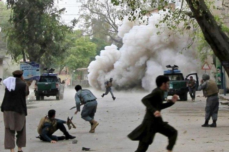 صورة مقتل 14 مدنياً بينهم نساء وأطفال في أفغانستان