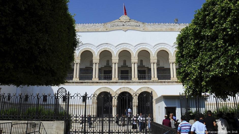 صورة سجن مدوِّنة تونسية شاركت بنشر نص اعتبر مسيئاً للقرآن الكريم