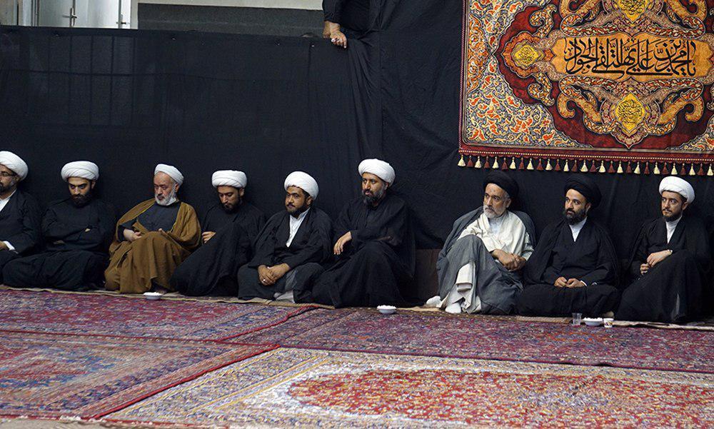 صورة اقامة مجالس العزاء بذكرى استشهاد الإمام الجواد عليه السلام ببيت المرجع الشيرازي في قم المقدسة