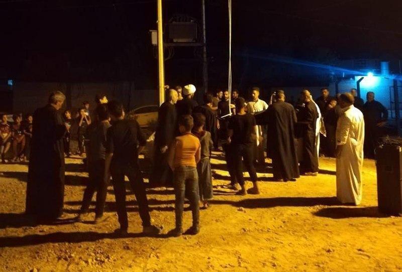 صورة رفع الراية الحسينية في حسينية الإمام عليٍّ عليه السلام بقضاء عين التمر