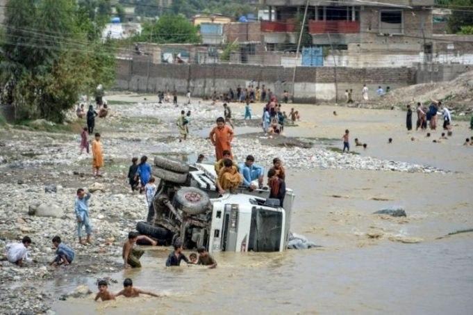 صورة ارتفاع حصيلة ضحايا فيضانات أفغانستان إلى 100 قتيل (صور)
