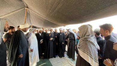 صورة وفد مكتب المرجعية الشيرازية يواصل جولته على المواكب الحسينية ويشارك الزائرين المشاة في الناصرية