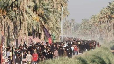 صورة الزائرون المشاة يواصلون زحفهم صوب كربلاء المقدسة لليوم العاشر على التوالي