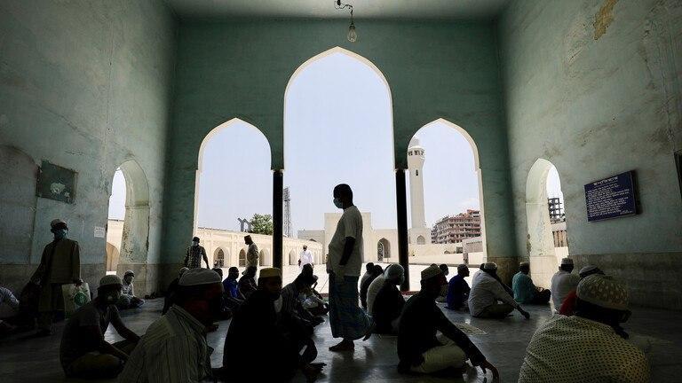 صورة مصرع 11 شخصاً وإصابة 50 جراء انفجار أجهزة تكييف بمسجد في بنغلاديش