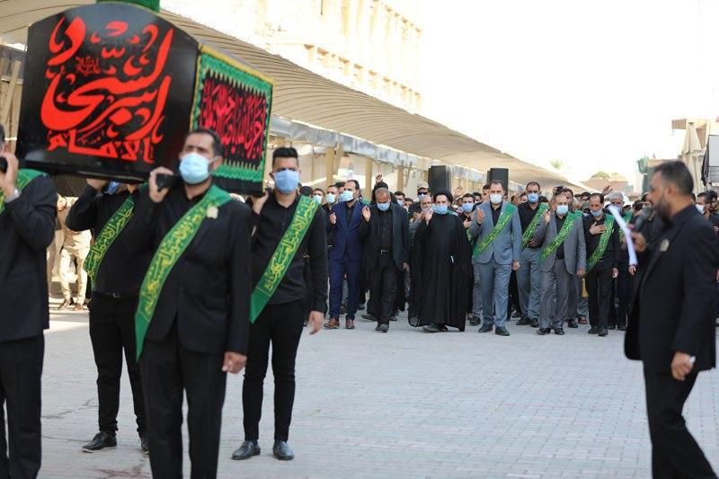 صورة العتبة العسكرية المقدسة تقيم مراسيم التشييع الرمزي لنعش الإمام زين العابدين عليه السلام (صور)