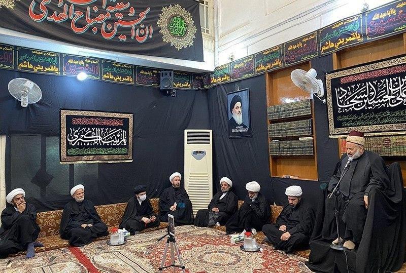 صورة مكتب المرجعية الشيرازية في كربلاء المقدسة يقيم مجلس العزاء لمصاب الإمام زين العابدين عليه السلام