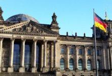صورة محكمة ألمانية تقضي بعدم منح الجنسية لطبيب مسلم رفض مصافحة النساء