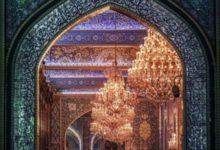 صورة موجة انتقادات من مسلمين ومسيحيين بعد استخدام فرقة موسيقية لصور من ضريح الإمام الحسين (عليه السلام)