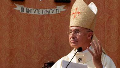 صورة رئيس أساقفة فرنسي يعارض نشر رسوم مسيئة للنبي الأكرم صلى الله عليه وآله