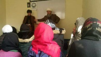 صورة دار الإمام الرضا عليه السلام في كابُل يقيم الاجتماع الشهري بعنوان الإدارة والوالدين