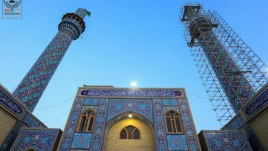 صورة أمانة مسجد الكوفة تباشر بصيانة منارتي صحن مسلم بن عقيل عليه السلام (صور)