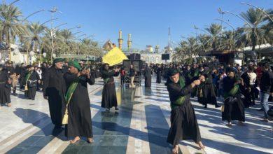 صورة مواكب العزاء تحيي عند مرقد الإمام الحسين ذكرى استشهاد السيدة الزهراء عليها السلام (صور)
