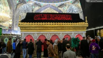 صورة في ذكرى استشهاد الصديقة… توافد المعزين إلى مرقد الإمام عليّ عليهما السلام