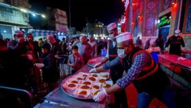 صورة مضيفُ العتبة العبّاسية يختتم برنامجه الخاص بالأيّام الفاطميّة بتوزيع أكثر من 5 الاف وجبة للزائرين