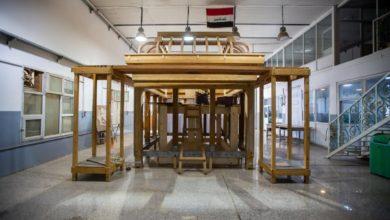 صورة العتبة العباسية تعلن الوصول لمراحل متقدّمة في أعمال الهيكل الخشبيّ لشبّاك مرقد السيّدة زينب عليها السلام (صور)