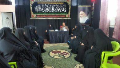 صورة وفد من مدرسة الإمام الصادق عليه السلام النسوية يزور مركز أهل البيت للفكر الإسلامي في بغداد