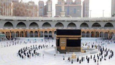 صورة تقارير تنفي السماح لغير المعتمرين بأداء الطواف حول المسجد الحرام