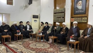 صورة مكتب المرجع الشيرازي في كربلاء المقدسة يؤبّن شهداء تفجير ساحة الطيران في بغداد