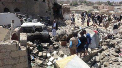 صورة استشهاد خمسة يمنيين وإصابة آخرين في قصف للتحالف السعودي يطال الحديدة