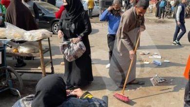 صورة حفاظاً على قدسية المكان.. مصريون يتطوعون لتنظيف مقام الإمام زين العابدين في منطقة السيدة الزينب عليهم السلام