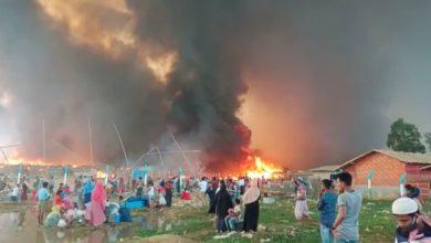 صورة وفاة 15 شخصاً وإصابة 560 جراء حريق بمعسكر للروهينجا في بنغلاديش