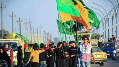 صورة جموع الزائرين على طريق بين الكوت وبغداد تواصل مسيرها لإحياء ذكرى شهادة الإمام الكاظم عليه السلام (صور)