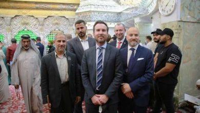 صورة سفير الدنمارك لدى بغداد يزور مرقد الإمام الحسين (عليه السلام) ويعد بمشاريع استثمارية لمدينة كربلاء المقدسة