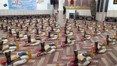 صورة ضمن مشروع توزيع 14 ألف سلة غذائية.. حسينية آل ياسين تقدّم مئات السلال للمتعفّفين في نهاوند الإيرانية
