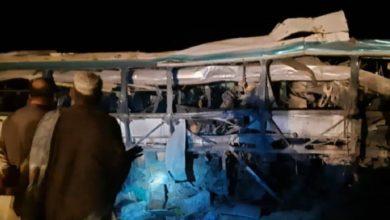 صورة 11 قتيلاً وعشرات الجرحى بينهم نساء واطفال بانفجار قنبلة على حافلة في أفغانستان