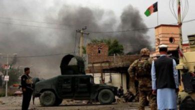 صورة قتلى وجرحى إثر انفجار استهدف سيارة عاملين صحيين بأفغانستان