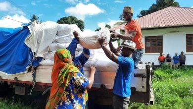 """صورة فريق """"من هو الحسين؟"""" التطوّعي يوزّع أكثر من (2700) سلة غذائية على المحتاجين في زنجبار"""