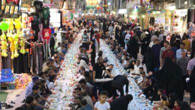 صورة إقامة أطول مائدة إفطار رمضانية قرب المرقد العلوي الطاهر