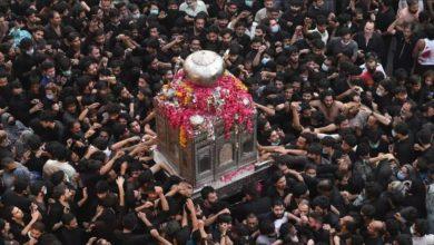 صورة آلاف الباكستانيين يشاركون في موكب العزاء الموحّد بذكرى استشهاد أمير المؤمنين (عليه السلام)