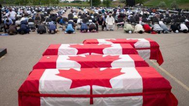 صورة المئات يشاركون في تشييع أفراد أسرة مسلمة كندية دهسهم مهاجم بشاحنة