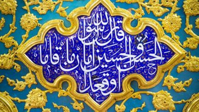 صورة بالصور.. حروف ونقوش وألوان تتزاحم لتصنع الجمال في مرقد الامام الحسين عليه السلام