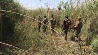 صورة القوات الأمنية تشتبك مع انتحاري قبل ان يفجر نفسه جنوب سامراء