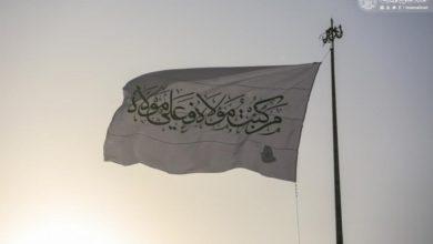 صورة ضمن الاستعدادات والفعاليات الجارية للاحتفال بعيد الغدير.. رفع الراية في مركز مدينة النجف الأشرف (صور)