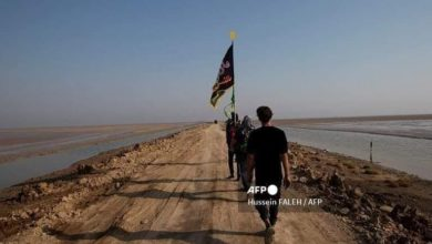 """صورة """"فرانس برس"""" توثّق مسير الزائرين الوافدين من أقصى الجنوب العراقي صوب كربلاء لإحياء الأربعينية"""