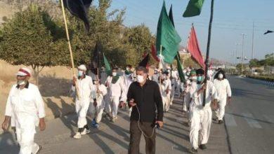 """صورة موكب المشّاية الإيرانيين يصل مدينة خوزستان في طريقه إلى كربلاء لإحياء """"الأربعينية"""""""